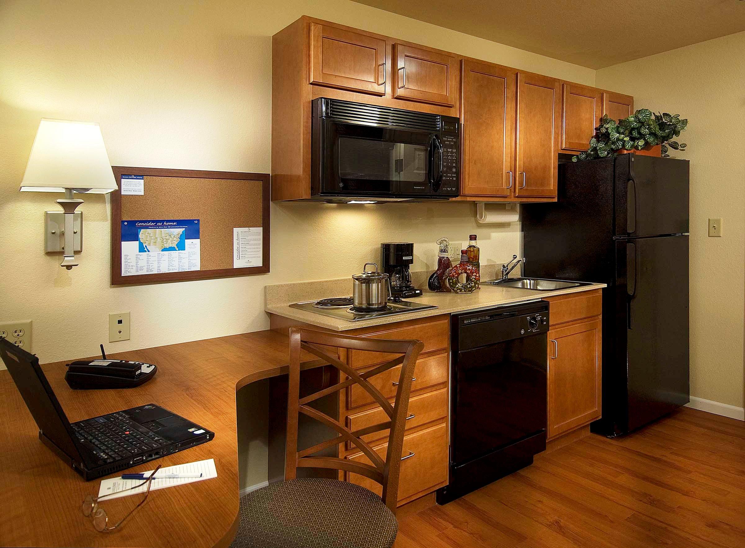 Mal kuchyn zvolte sv tl barvy a leskl materi ly for Designhotel definition