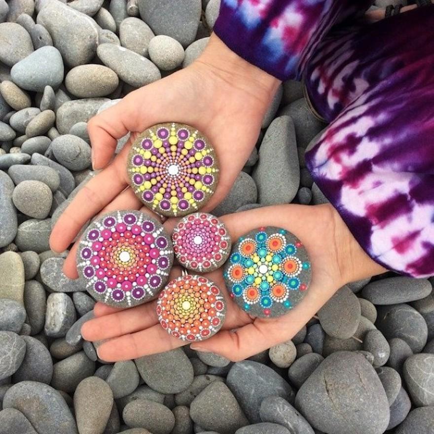 mandala z kamínků