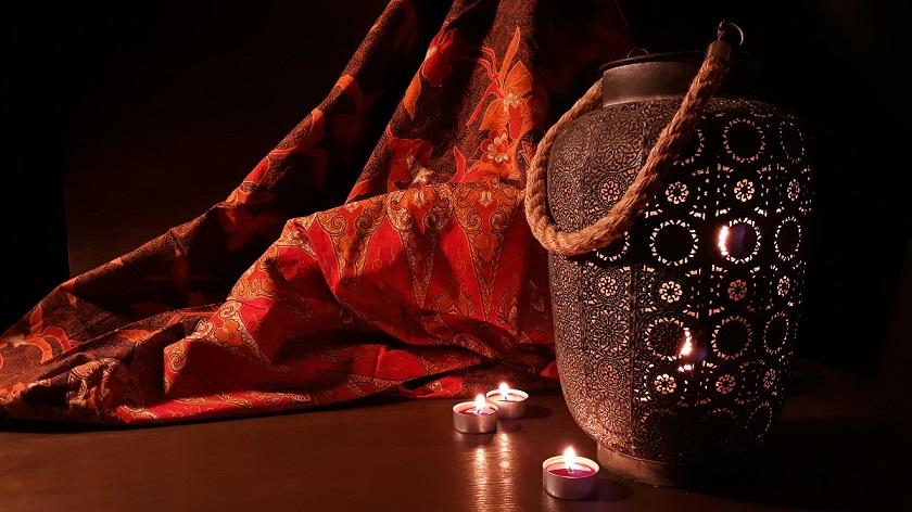 marocký styl bydlení lampa