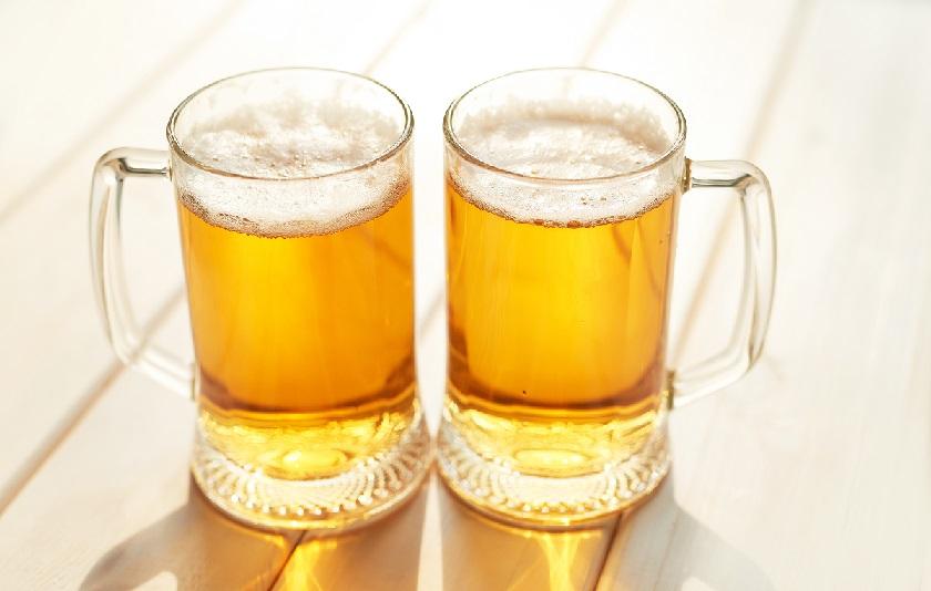 dva půllitry piva