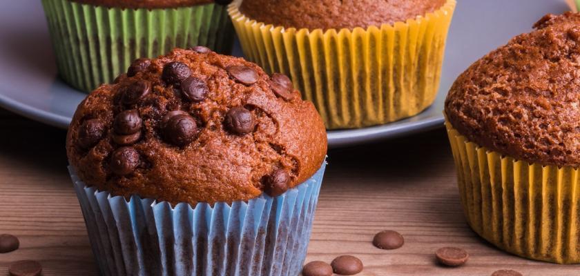 čokoládové muffiny s čokoládovými chipsy