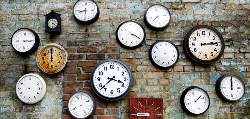 nástěnné hodiny industriál