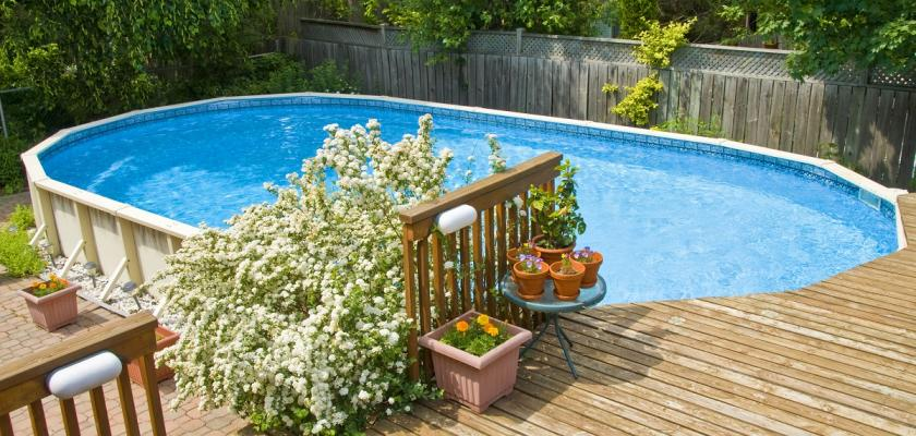 oválný zahradní bazén