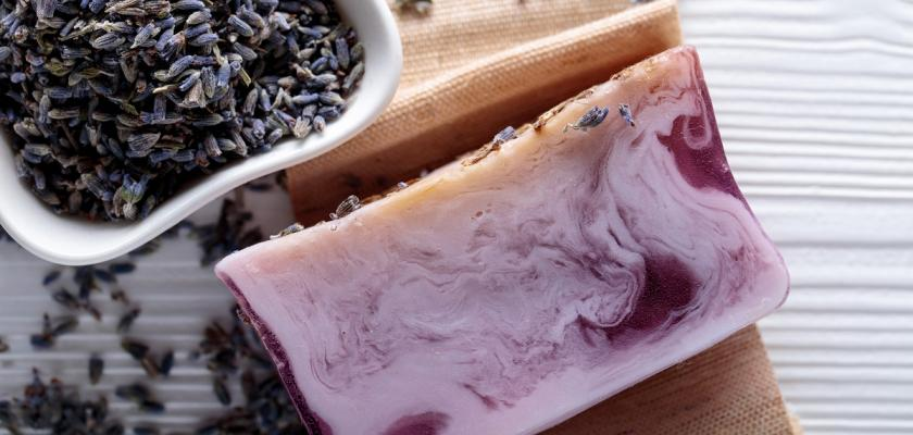 domácí levandulové mýdlo