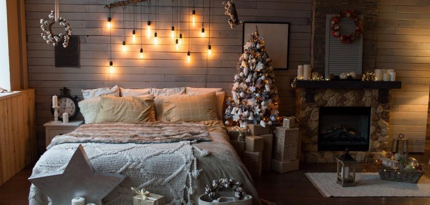 vánočně vyzdobená ložnice
