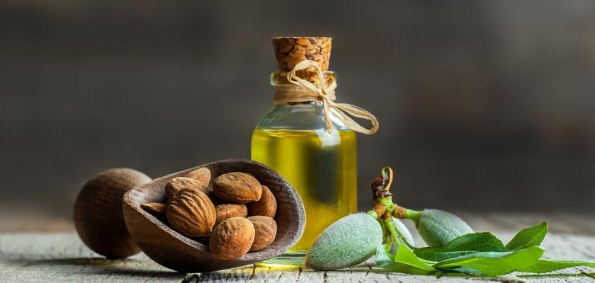 mandlový olej v lahvi