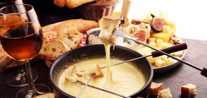 tradiční sýrové fondue
