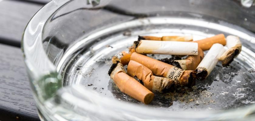 cigarety v popelníku