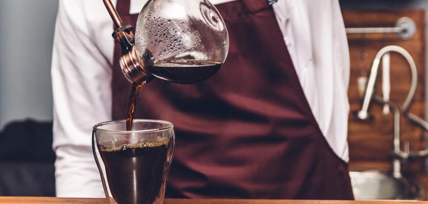 příprava kávy ve vacuum potu