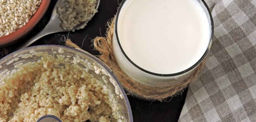 suroviny pro přípravu sezamového mléka