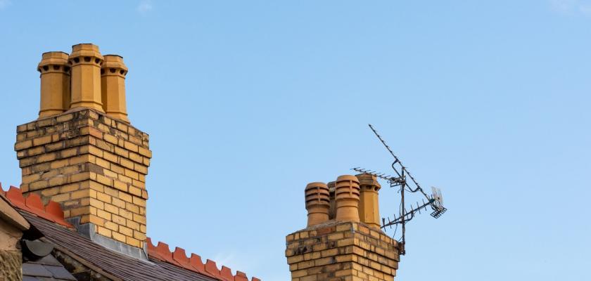 starý typ komínu na střeše