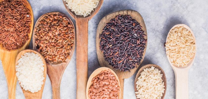 druhy rýže na lžících