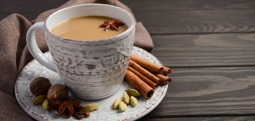 masala čaj v porcelánu