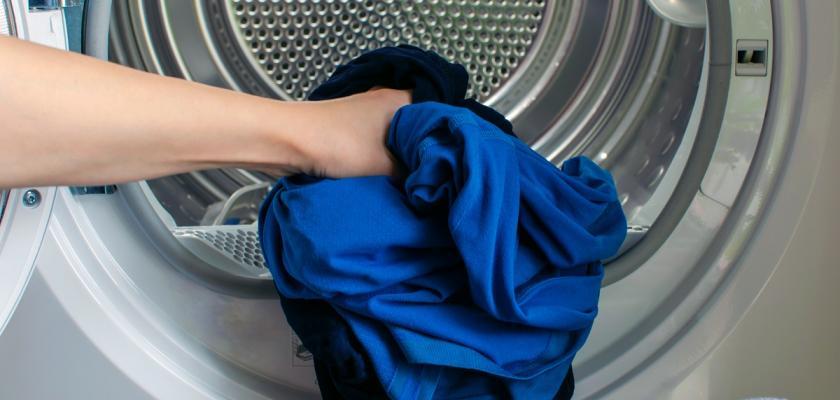 vnitřek sušičky na prádlo