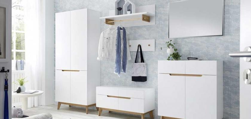 bílý nábytek do předsíně