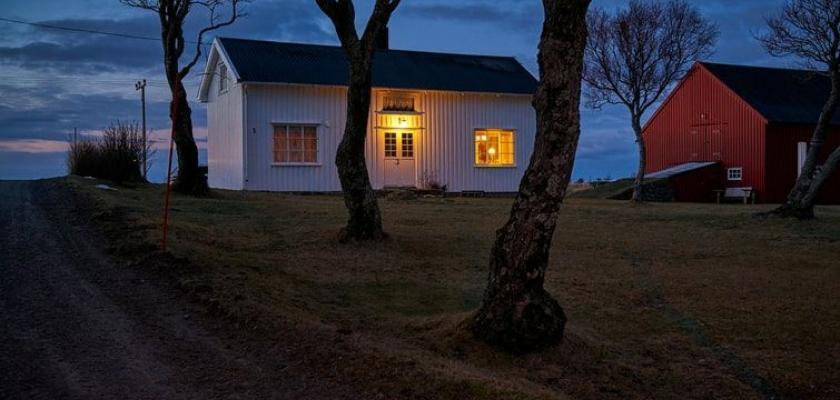 osvětlení s čidlem u domu