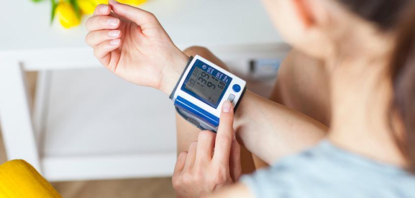 tlakoměr na zápěstí