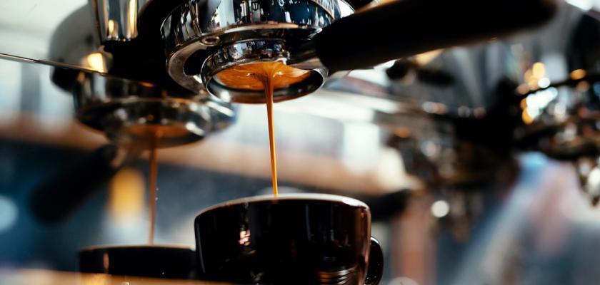 kávovar s pákou