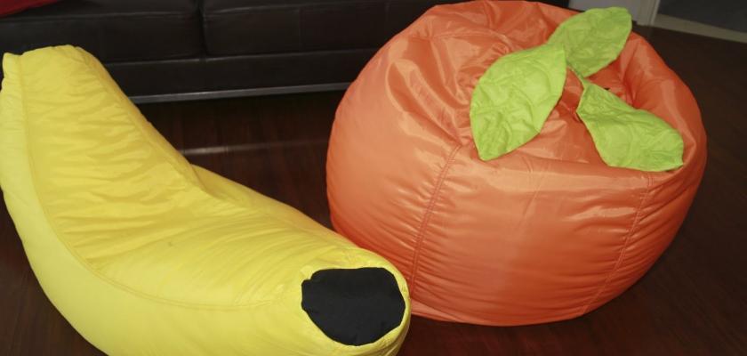 Ovocný svět sedacích vaků: snězte si jablko při sezení v hrušce