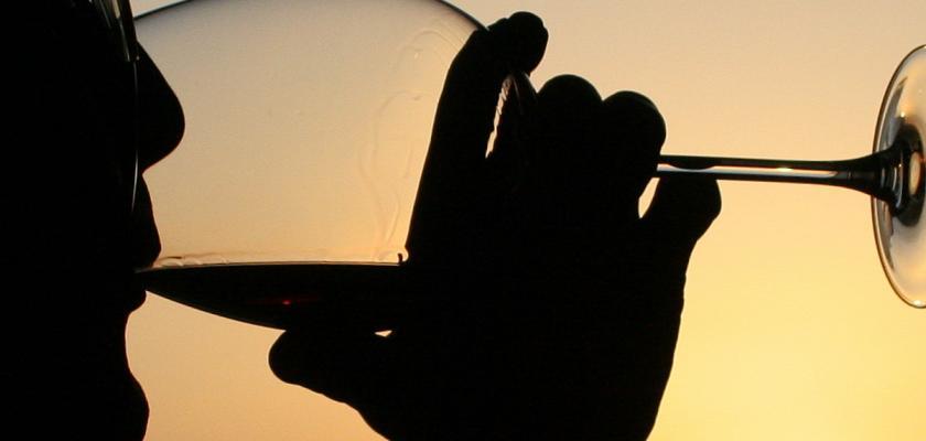Jak může každý byt vypadat skvěle? Po víně z domácí vinotéky!