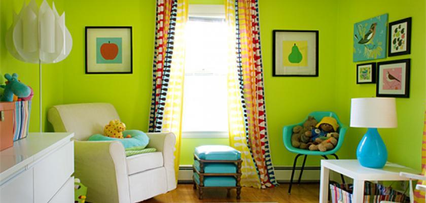 Jak na barvy v bytě? Fialová je barvou harmonie, světle modrá podporuje sně