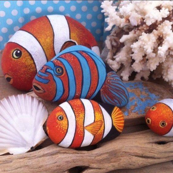 malované kamínky jako ryby