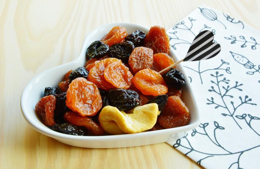 sušené ovoce v misce