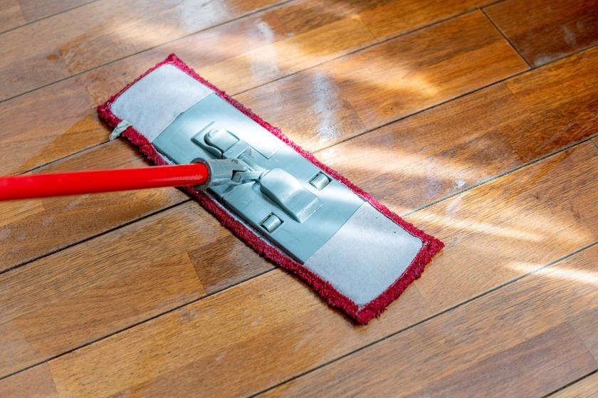 plochý mop na podlahu