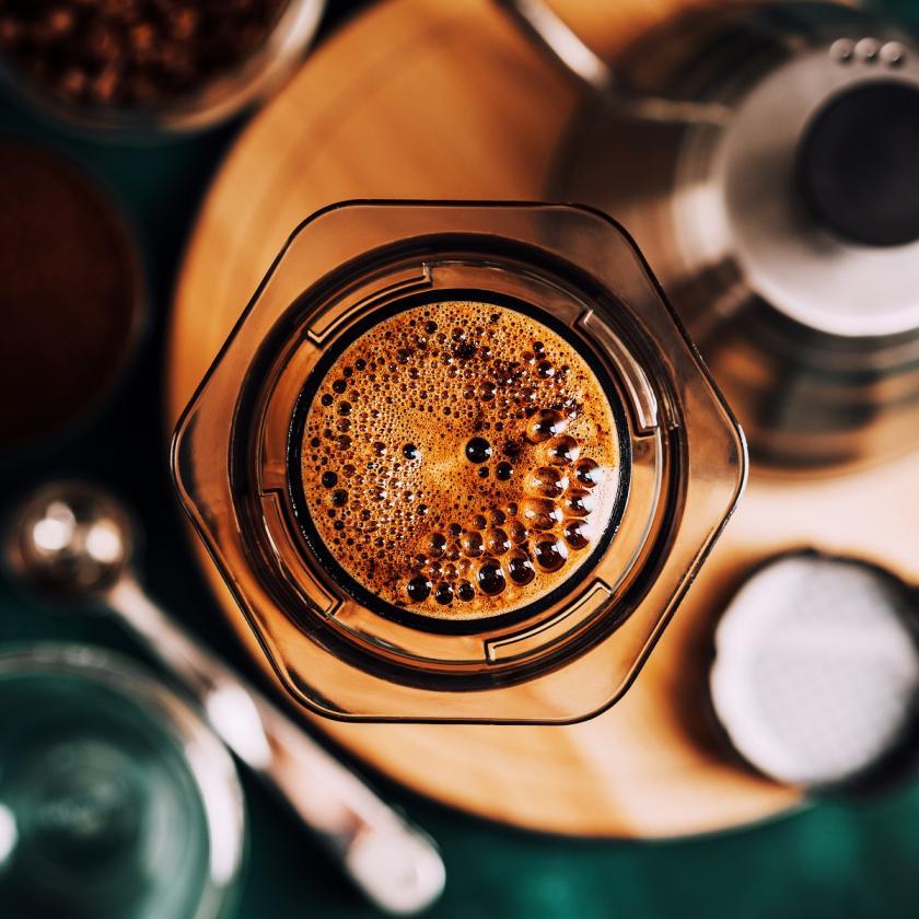 aeropress s kávou