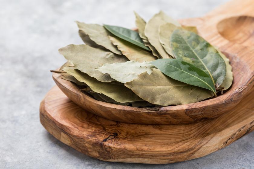 bobkový list na prkýnku