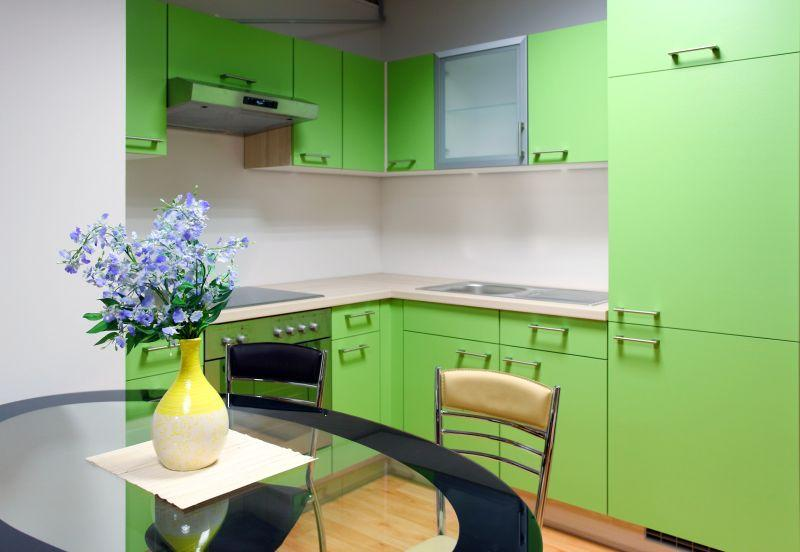 zeleně vymalovaná kuchyně