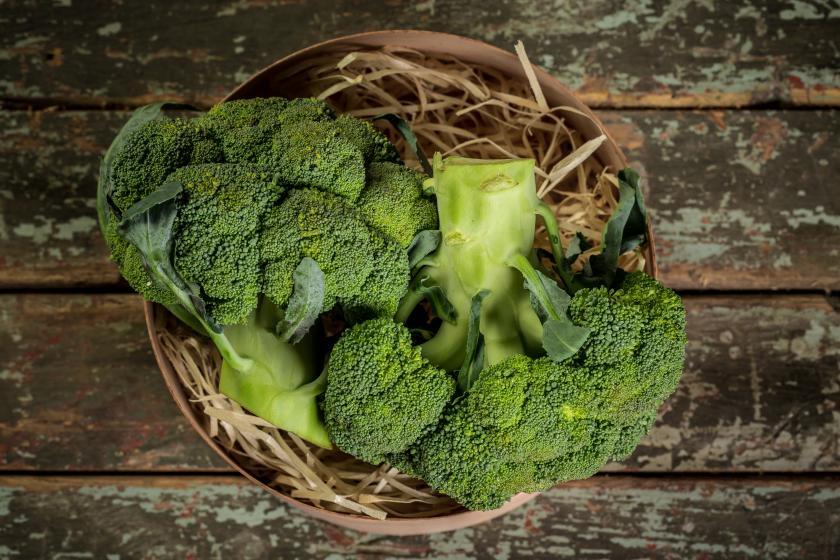 brokolice v košíku