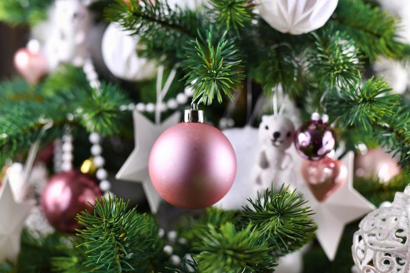 růžové vánoční koule