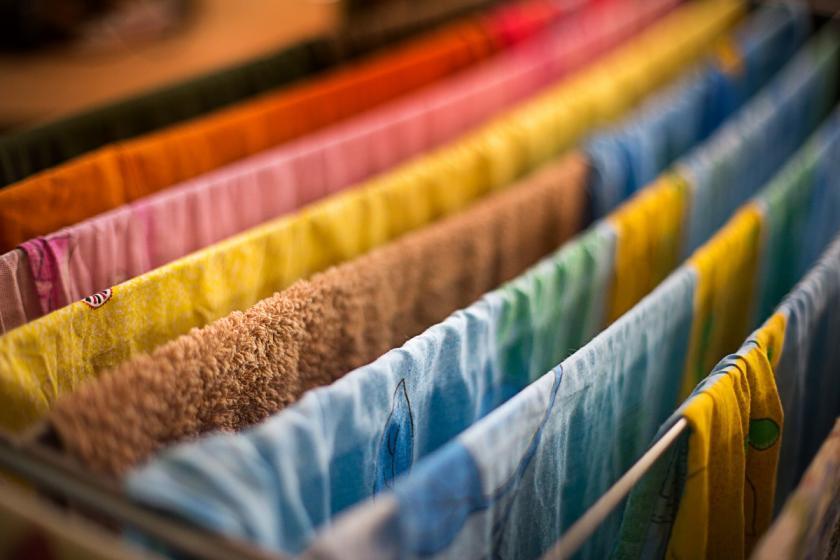 prádlo na věšáku