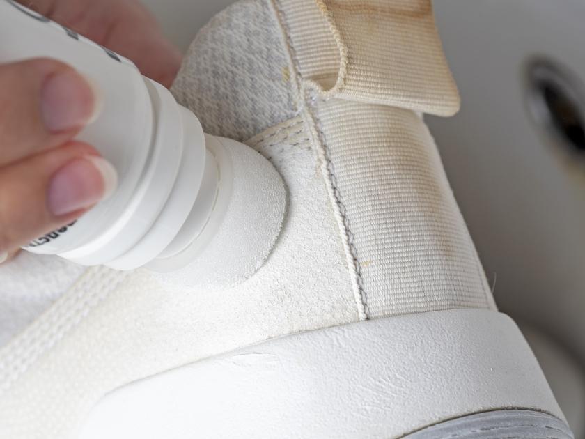 pasta na bílé boty