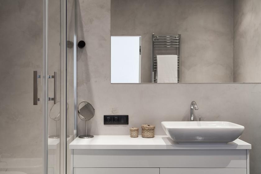 skleněné dveře sprchového koutu