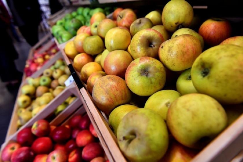 jablka v obchodě