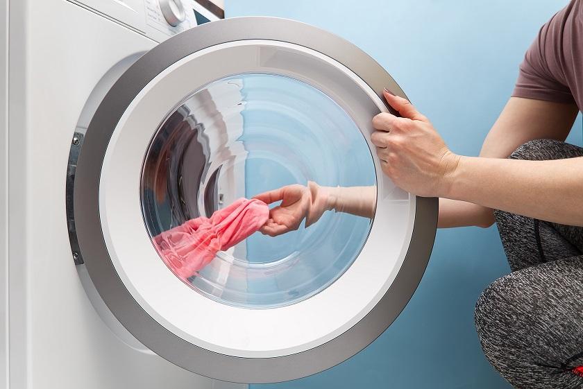 otevřené dveře pračky