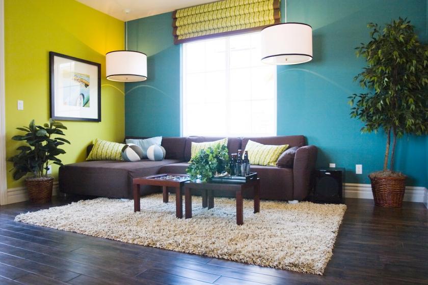 dvě různě barevné stěny