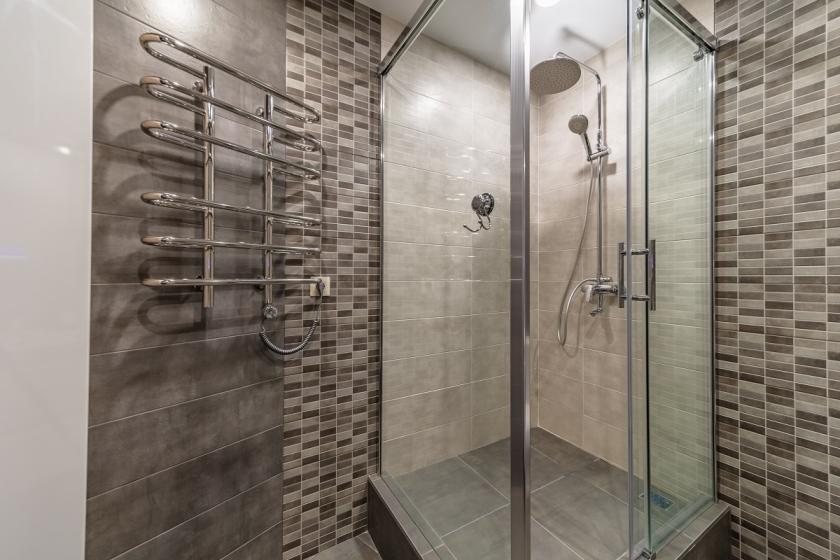 sprchový kout kamenina