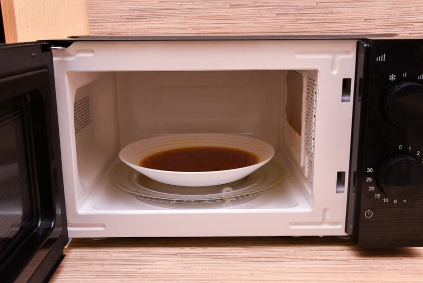 jídlo v mikrovlnce