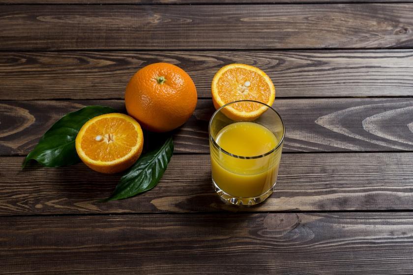 čerstvá šťáva z pomeranče
