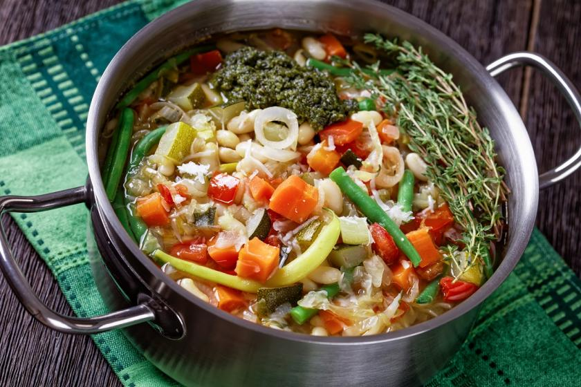 domácí polévka s domácí vegetou