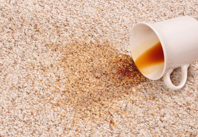 koberec politý kávou