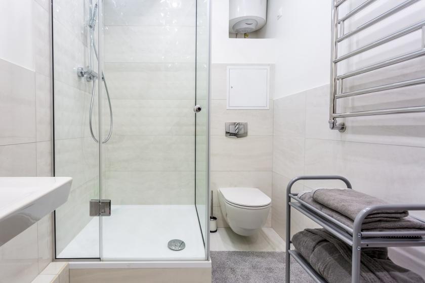 bílý sprchový kout