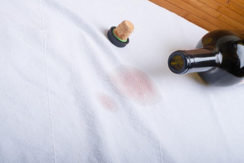 skvrna od vína na tričku