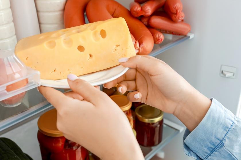 sýr v lednici