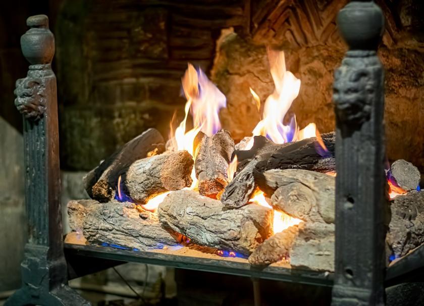oheň a plameny v krbu