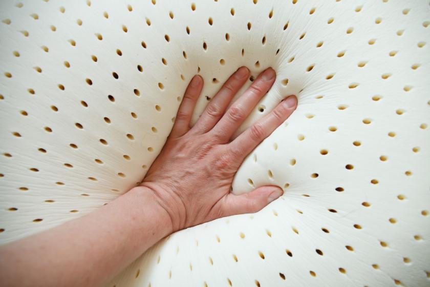 ruka na matraci