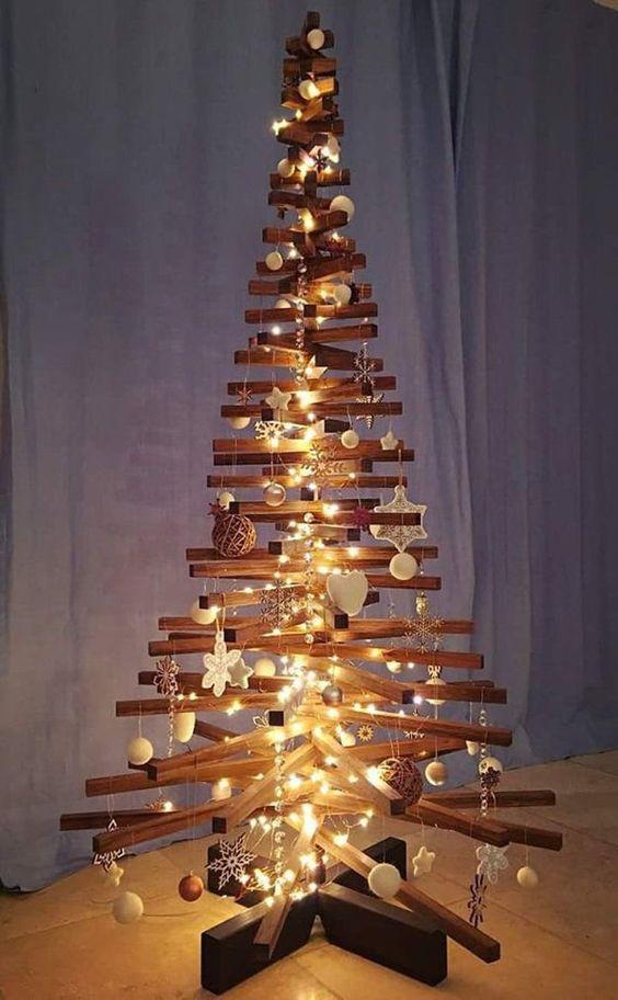 vánoční stromek z dřívek